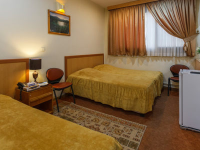 Sasan Hotel Shiraz Triple Room
