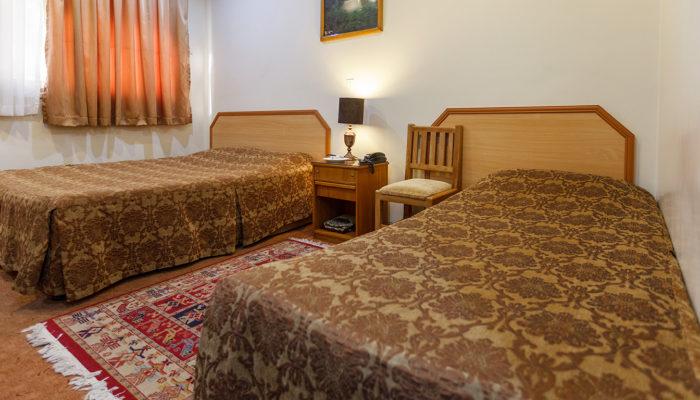 اتاق دو تخته تویین هتل ساسان شیراز