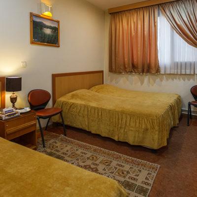 اتاق سه تخته در هتل ساسان شیراز